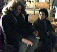 Laurent répete avec Adil la scène de la cigarette