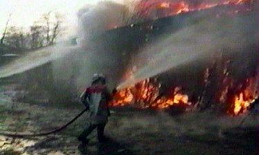 extinction de l'entrepot en flammes par les pompiers de Budapest