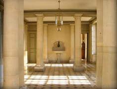 Salle du vestibule du château de Brou, où fut tourné la scène du bain